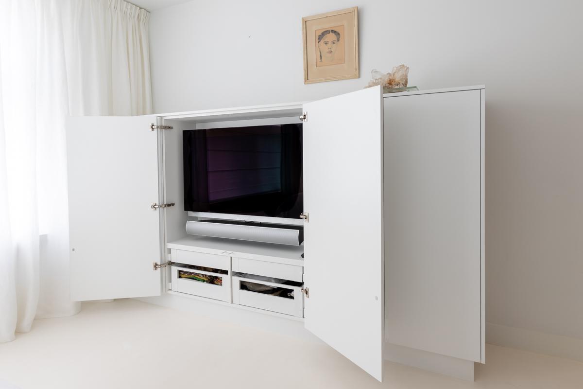 Maatwerk t.v. meubel met ingebouwde ledverlichting in Alkmaar